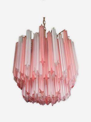 Fantastisk Murano lysekrone lavet af 107 Murano krystal frost prismer i en guldmalet metalramme. Prismerne har to forskellige farver: frost hvidt og frost lyserød/rosa