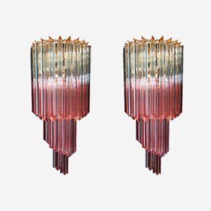 Fantastisk par Murano væglamper lavet af 16 Murano krystal prismer. Glassende har en særlig farve, gennemsigtig med lyserøde nuancer.