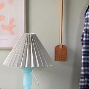 lys blå pink rose lampe i opalglas med grå plisseret skræm