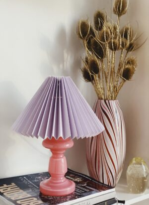 opalglas med lilla plisseret skræm