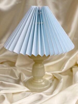 Pink rose beige opal bordlampe med plisseret lampeskarm